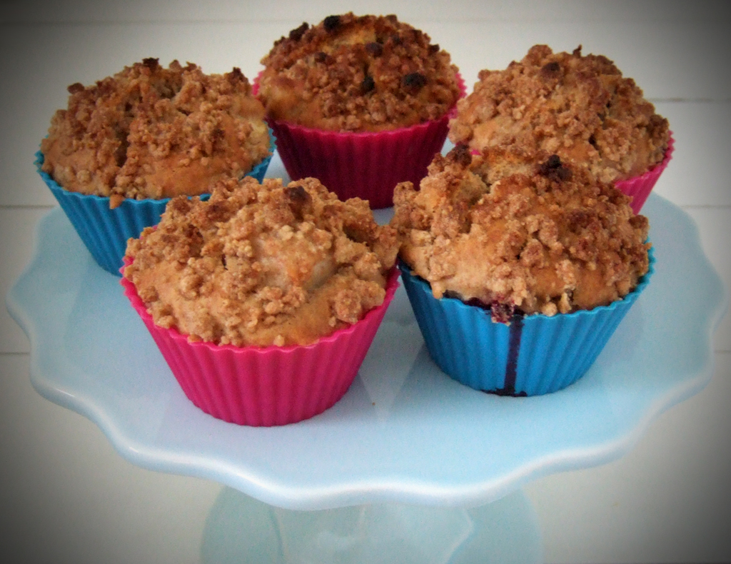 Blackberry & apple crumble muffins - CookTogether
