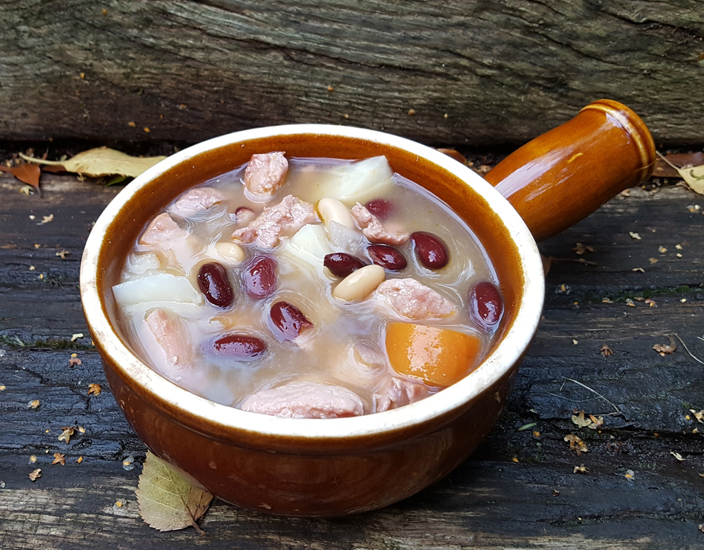 Bean soup with gammon